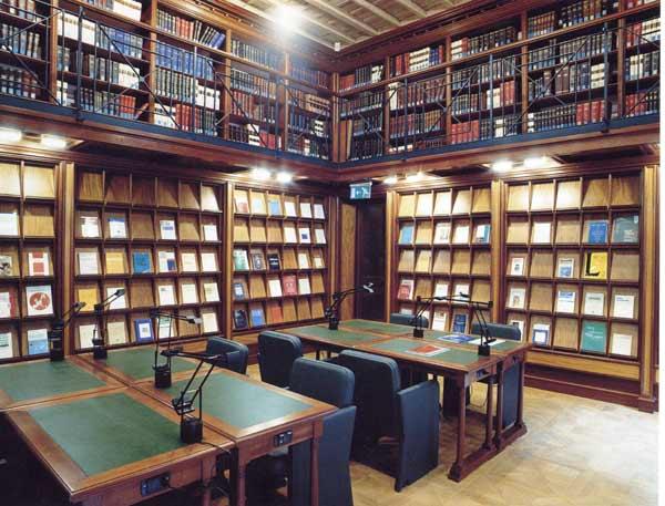 La biblioteca del senato della repubblica giovanni for Sede senato italiano